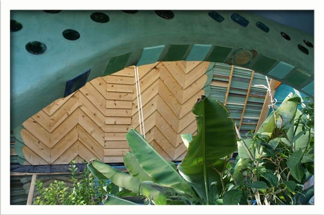 The archway in the greenhouse gazebo details